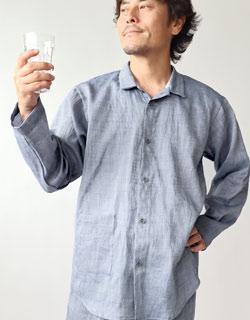 上品なシャツのような、パジャマ感を抑えた襟ありパジャマ