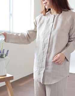 抜け感のあるノーカラー前開きパジャマ