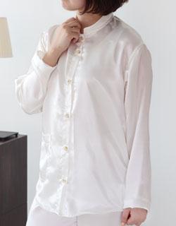 シンプルな長袖前開きパジャマ