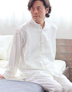 知的な雰囲気の長袖バンドカラーパジャマ