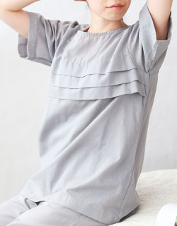 透け感も気にならない胸元タック入り半袖パジャマ