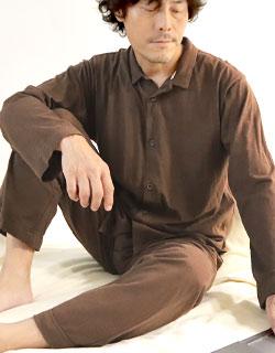 年齢問わず人気の襟あり長袖長ズボンメンズパジャマ