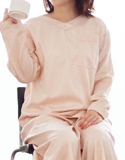 しゃがんでも胸元が見えにくいレディースVネックパジャマ